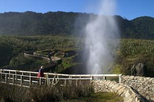 800px-Pancake_Rocks_Punakaiki_New_Zealand_Blowhole